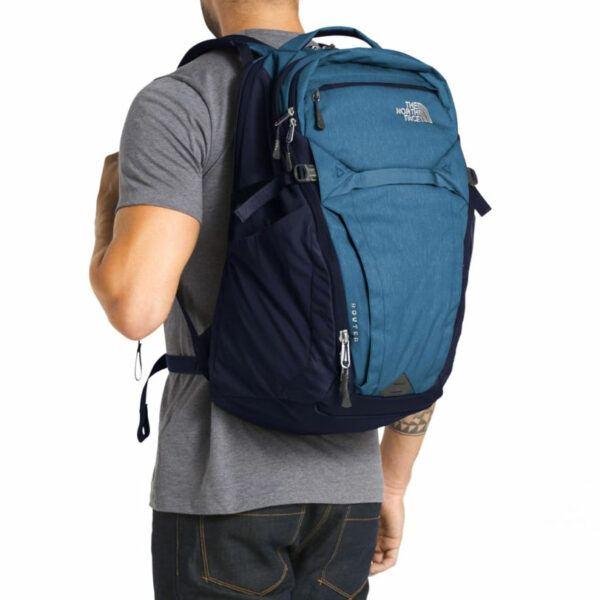 grand sac à dos sport en nylon de marque The North Face bleu
